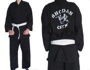 Karateanzug mit Schutzausrüstung - sehr guter