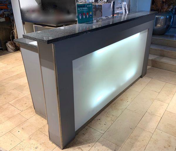 Ladentheke mit Granitplatten