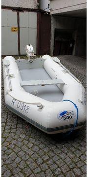 Schlauchboot mit Aussenborder