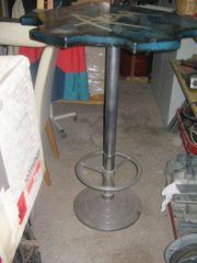 Bar-Tisch und Stühle