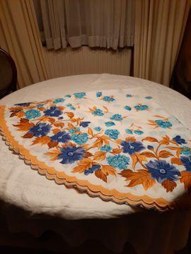 Tischdecke rund plus 8 Sets