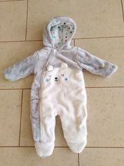 Nagelneuer Baby-Schneeanzug von babyclub C