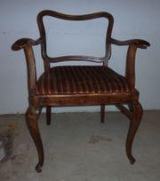 Holzstuhl antik mit Sitzpolster Armlehnen