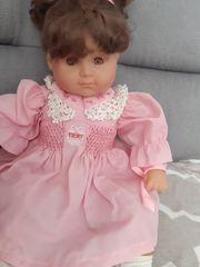 schöne Puppe zum spielen