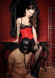 Fetischsklave sucht Herrin