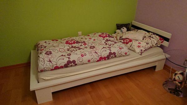 fast neues Kinderzimmer Jugendzimmer Bett
