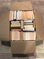 Verschenke einen Karton Bücher