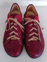Think Schuhe Gr 42
