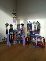 Monster High Schloß