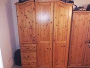 Großer Holz Kleiderschrank