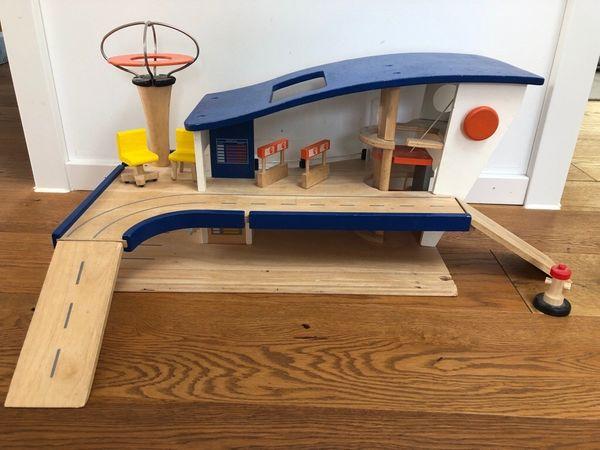 Flughafen aus Holz passend für