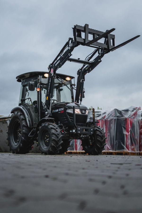 47 PS Branson Traktor Schlepper