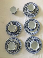 Tassen mit Unterteller und Kuchenteller -