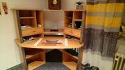 Eck-Schreibtisch mit Regalen