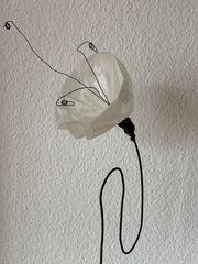 Blume aus Draht Stein Papier