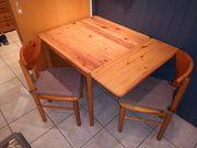 Tisch ausziehbar mit 2 Stühlen