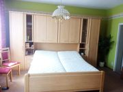 Komplettes Schlafzimmer-Bett Eckschrank Kommode
