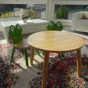 Kindertisch und Froschstühle