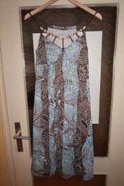 Gemustertes Sommerkleid von More More