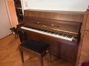 Klavier Yamaha Nussbaum mit Dämpfungspedal
