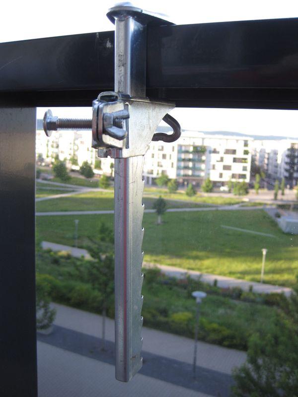 3 EUR Sonnenschirm-Halter an der Balkonbrüstung - Karlsruhe Innenstadt-ost - Siehe BildSchirmhalter ist auf der Terrasse, ebenso auf nicht so hoch gelegenen Balkonen, geeignet.Bitte nur zur Abholung. - Karlsruhe Innenstadt-ost