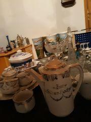 Geschirr Gläser Bierkrüge Vasen