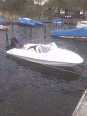 Sportliches Motorboot