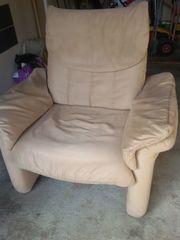 Sessel mit verstellbarer Rückenlehne