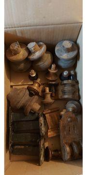 Holzverzierungen Holzfüße von alten Möbeln