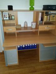 Komfortabler Schreibtisch