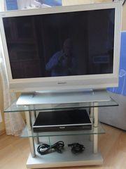 Panasonic TV und Glastisch und