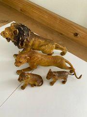 Löwenfamilie aus Hartgummi