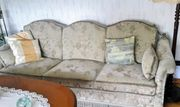 Couchgarnitur mit Hocker
