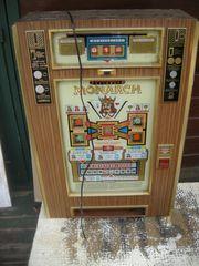 Alter Geldspielautomat Defekt für Bastler