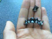 Ohrringe mit schwarzen Steinen