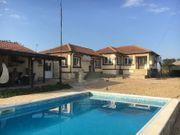 Große Immobilie mit Pool zum