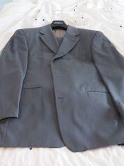 Eleganter anthrazitfarbener Anzug von BOSS