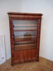 Antiquitäten Schrank voll restauriert