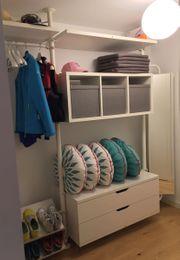 Offener Kleiderschrank Garderobe mit Spiegel