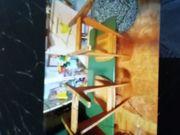 Alte Schulbank mit 2 Stühlen