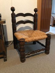 Kleiner antiker Stuhl
