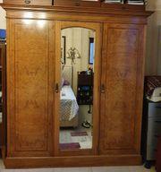 Antiker Kleiderschrank Kirschbaum