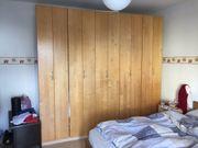 Kleiderschrank aus Holz