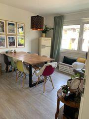 Super schöner Tisch mit Baumkante
