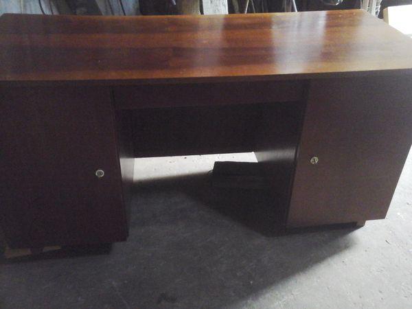 Stabiler Schreibtisch mit Stauraum gute