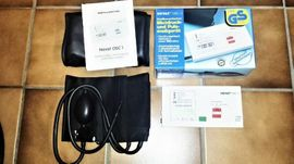 Medizinische Hilfsmittel, Rollstühle - Blutdruckmessgerät Tischgerät Manschette Puls Datum