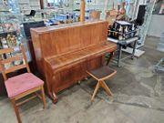 Klavier mit Hocker 138cm breit -