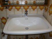 neuwertiges Waschbecken WC Bidet Spiegelschrank