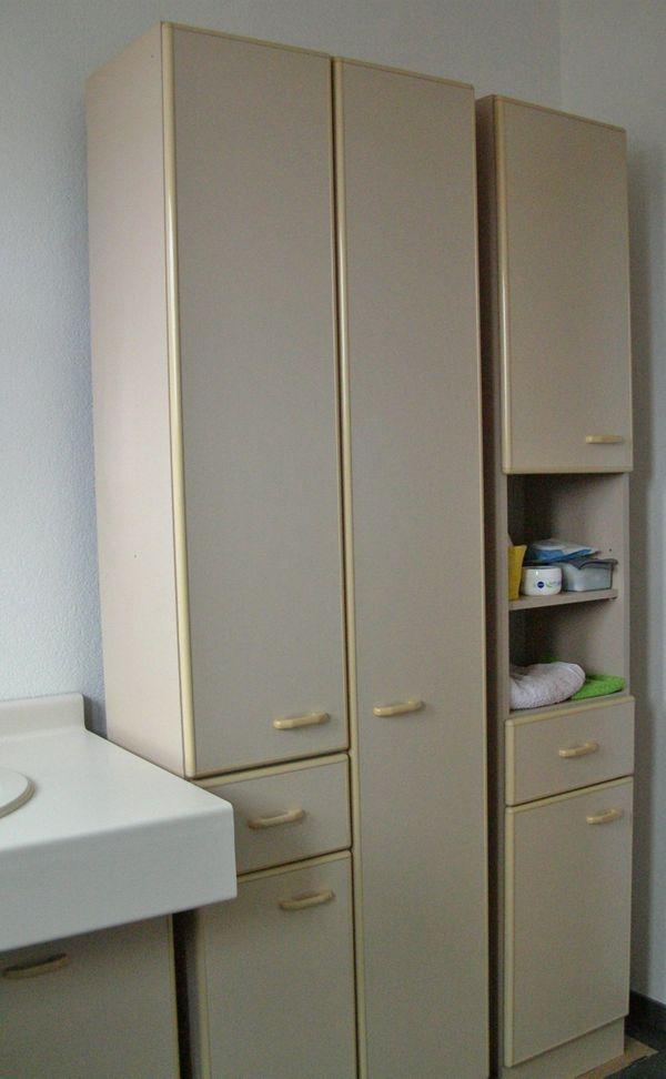 Badmöbel - Nagold - Badmöbel, Farbe siehe Fotos, 2 Hochschränke, 1 Spiegelschrank 1 Waschbeken mit Unterschrank Abmessungen siehe Skizze (ohne Badewanne) - Nagold
