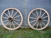 Holzwagenräder als Deko